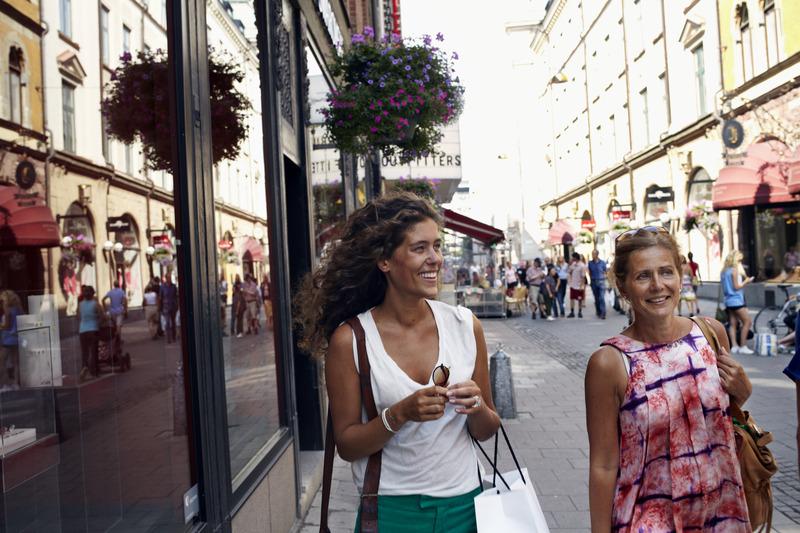 Women_shopping_in_Biblioteksstan_1_Photo_Nicho_Sodling_Low-res